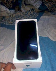 ايفون 11 للبيع لون تيفانى